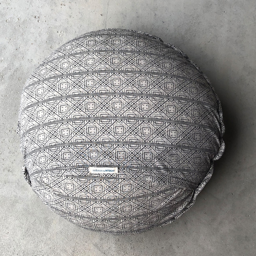 MINIMAL Dot Cushion